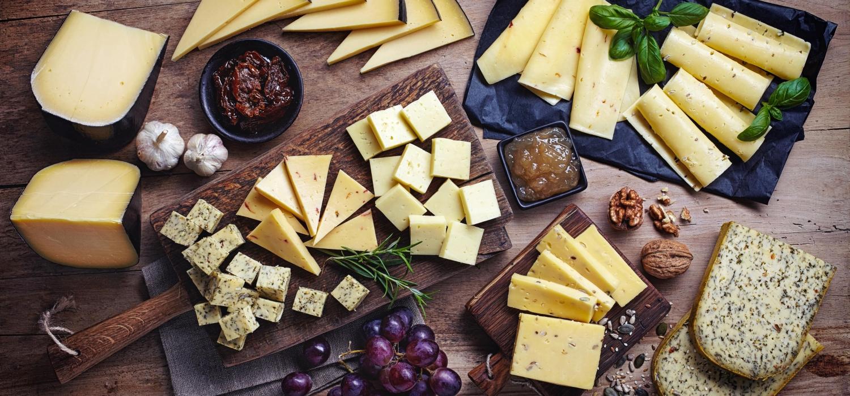Jak podawać sery na stół? Nasze pomysły na serowe przekąski | Porady i inspiracje Winiary