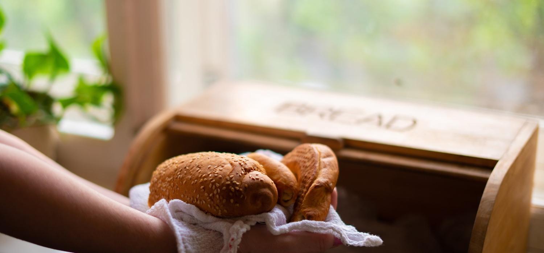Jak przechowywać pieczywo aby było dłużej świeże? | Porady i inspiracje WINIARY
