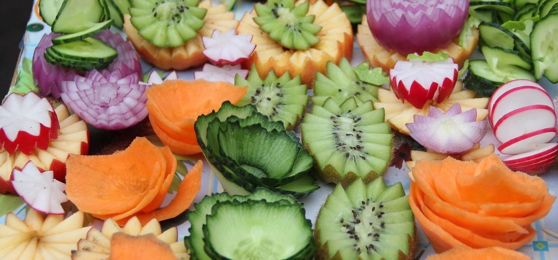 Carving – dekoracyjne krojenie warzyw i owoców | Porady i inspiracje WINIARY