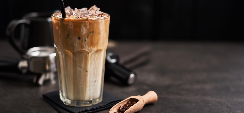 Frappe – zobacz jak zrobić idealną kawę mrożoną! | Porady i inspiracje Winiary