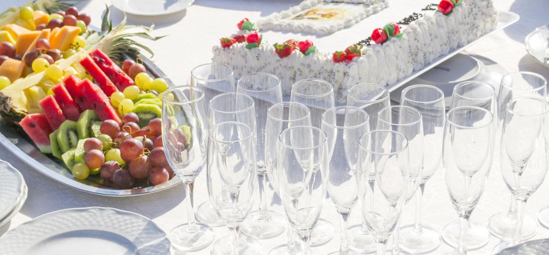 Menu na przyjęcie komunijne – sprawdź pomysły | Porady i inspiracje Winiary