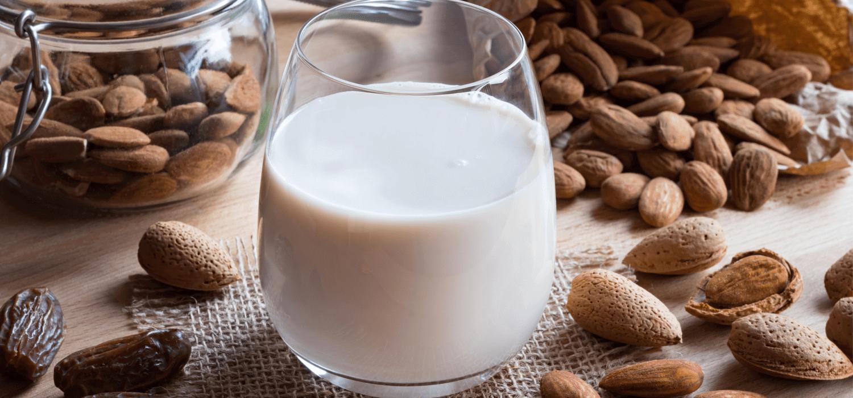 Domowe mleka roślinne – jak je przygotować?