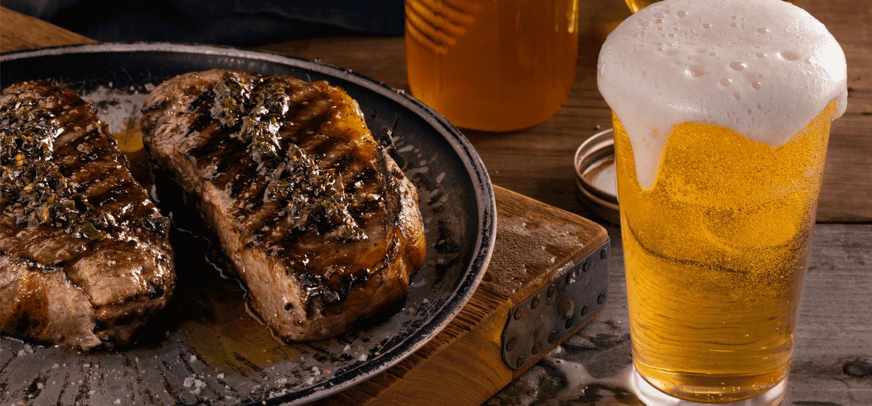 Dobre przepisy na marynaty do mięs na bazie piwa