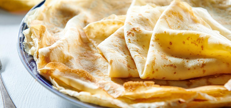 Naleśniki - obiad na słodko i na słono; naleśniki na śniadanie; pomysł na naleśniki