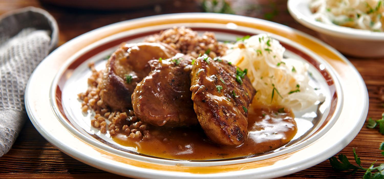 Obiad: kotlety mięsne w sosie z kapustą