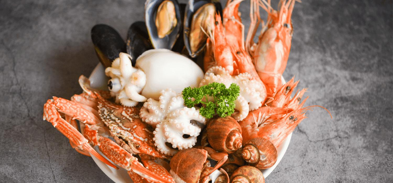 Czym kierować się kupując owoce morza? Ważne wskazówki